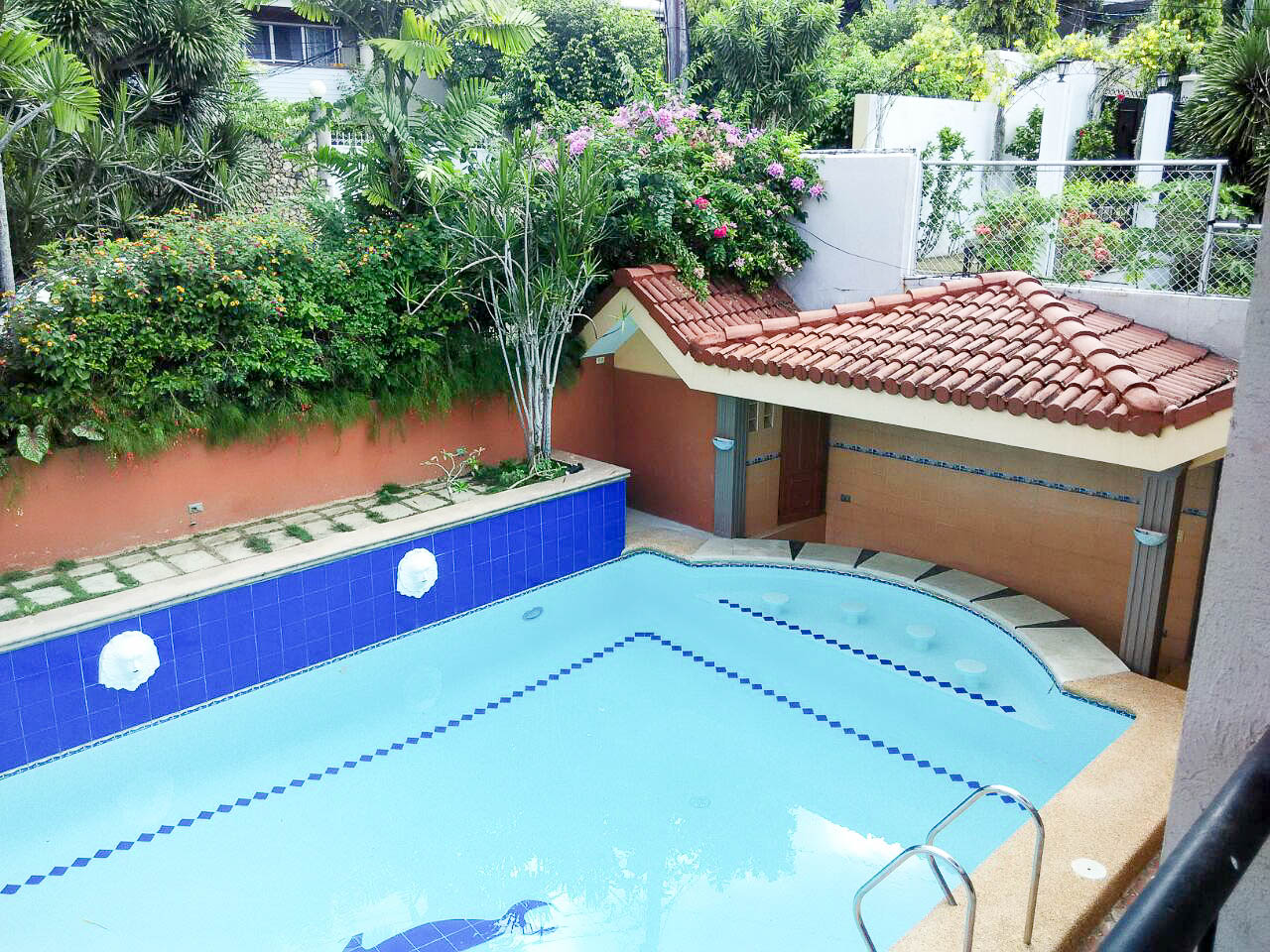 House with swimming pool for rent in cebu cebu grand realty - Laredo civic center swimming pool ...