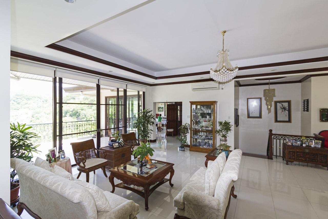 SRB120 Elegant 4 Bedroom House For Sale In Maria Luisa Park Cebu