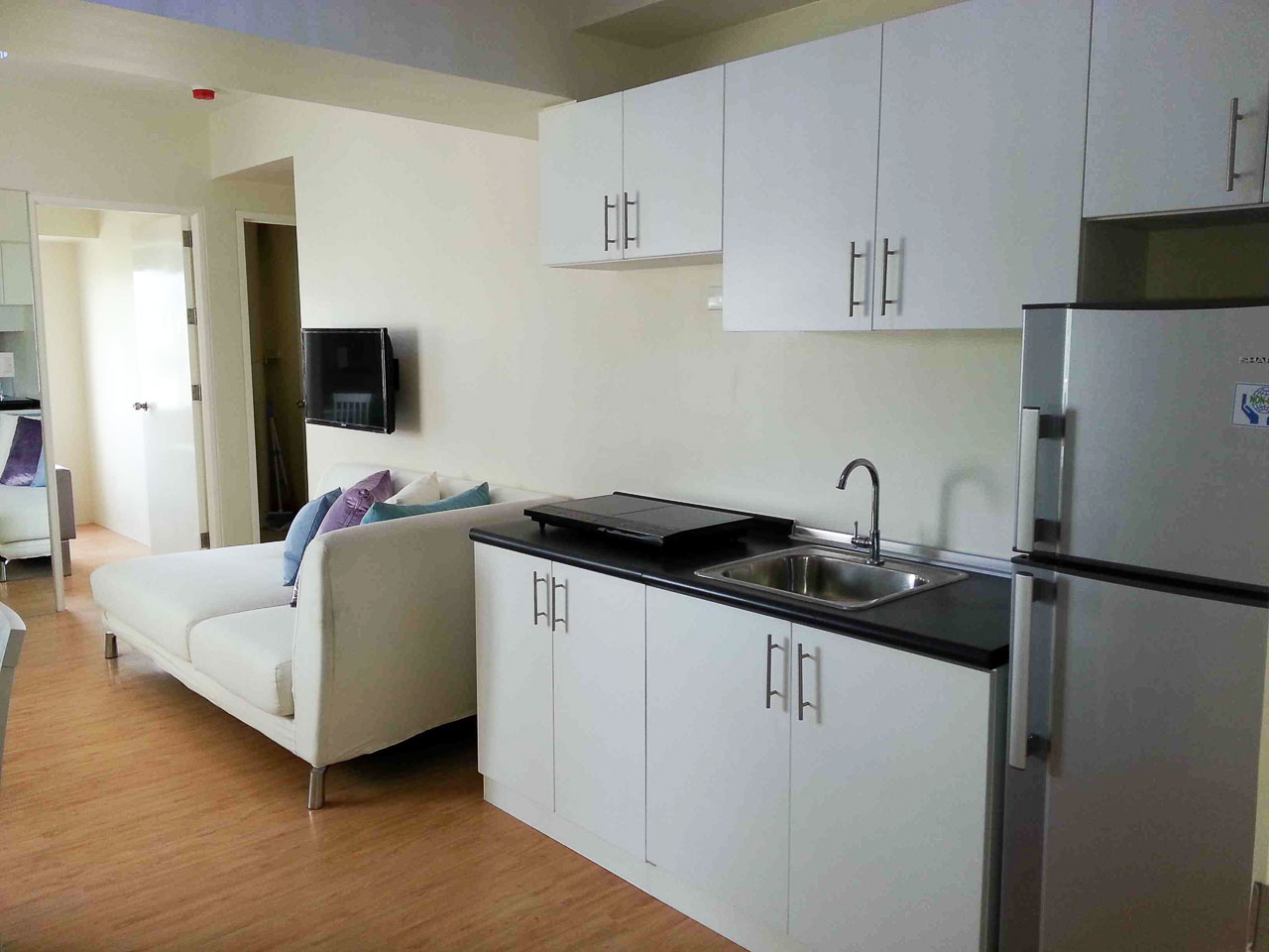 new 2 bedroom condo for rent in cebu it park avida tower 2 cebu grand realty. Black Bedroom Furniture Sets. Home Design Ideas