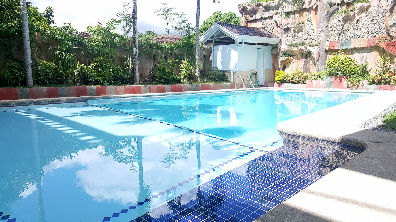 Swimming Pool Rentals : House with swimming pool for rent in maria luisa estate park