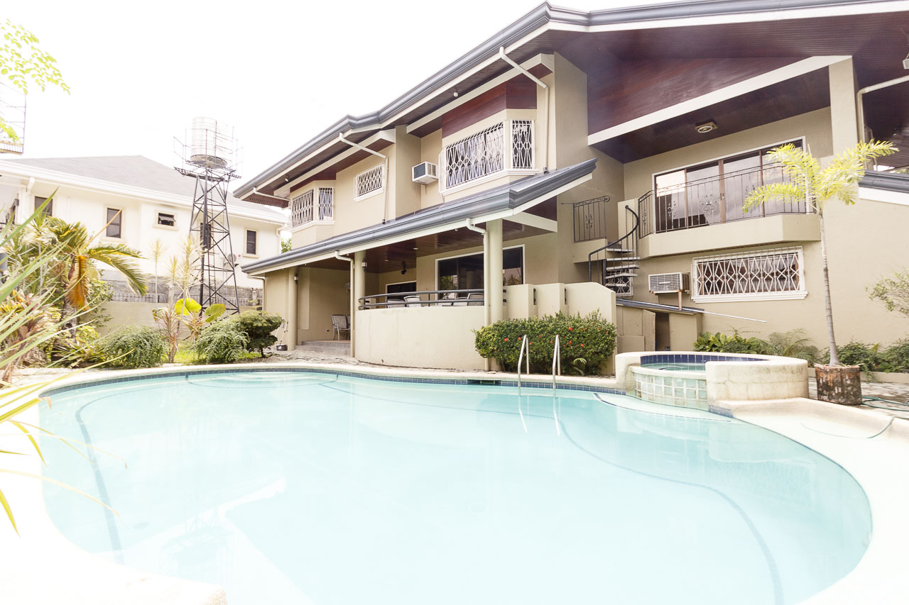 5 bedroom house for sale in banilad cebu grand realty for 6 bedroom house with swimming pool for sale