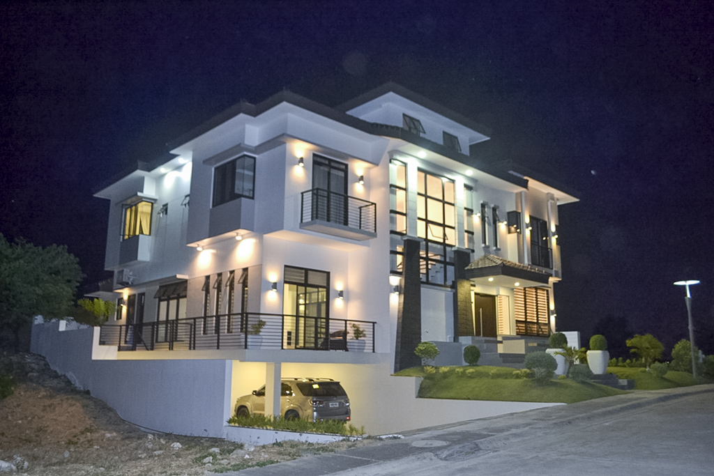 House for sale in amara cebu grand realty for Six bedroom house for sale
