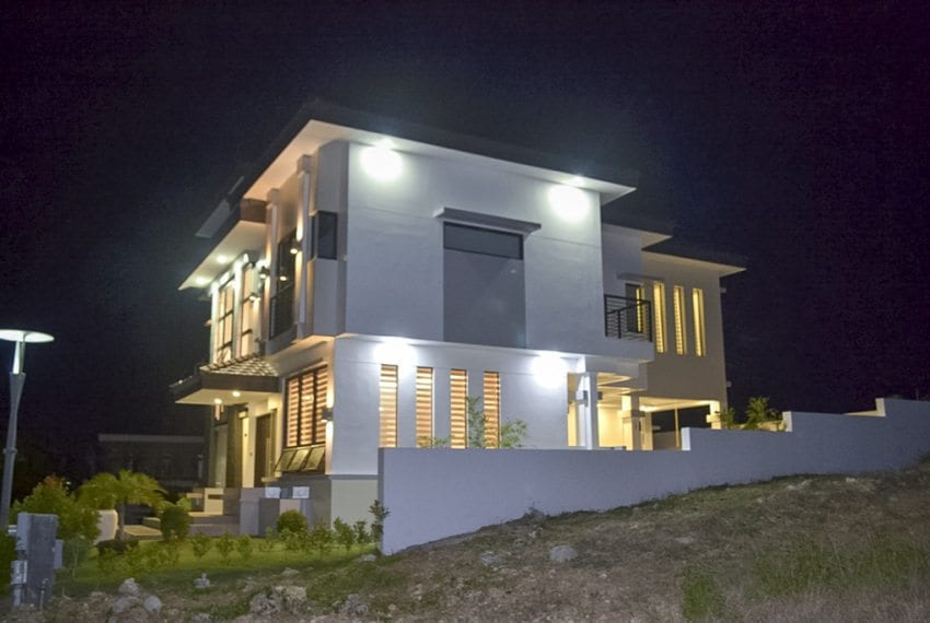 SRB106 6 Bedroom Seaside House for Sale in Amara Subdiviion, Lil