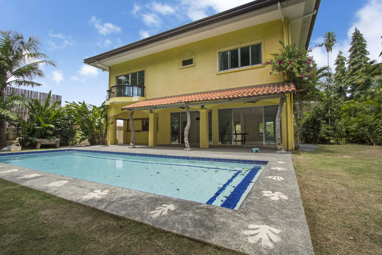 residential house and lot 5 bedroom house with swimming pool for rent