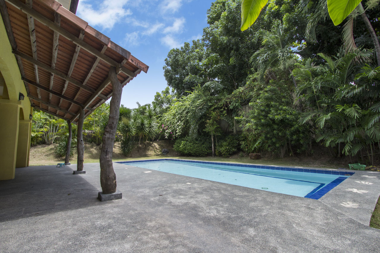 Swimming Pool Rentals : House with swimming pool for rent in north town cebu