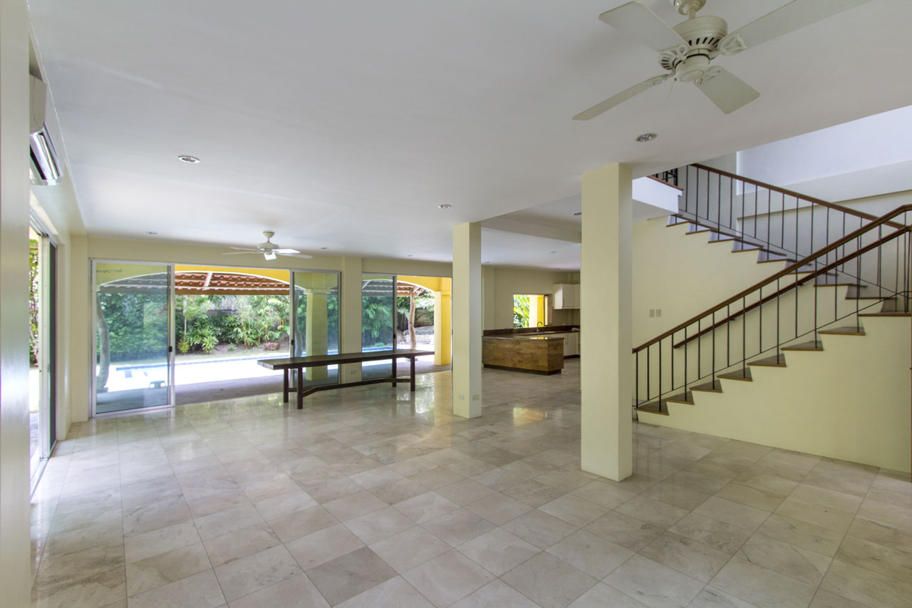House With Swimming Pool For Rent In North Town