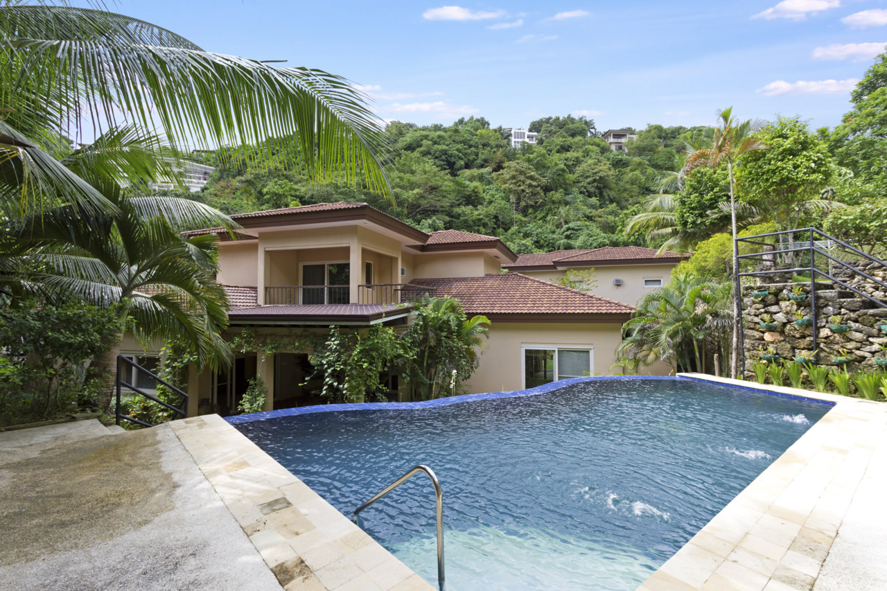 Rh325 6 Bedroom House For With Swimming Pool In Maria Luisa