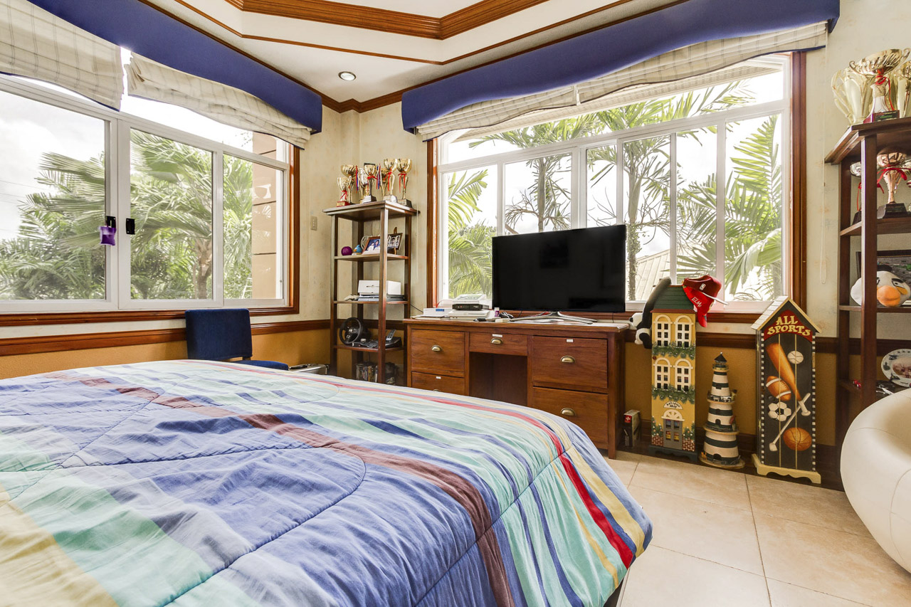4 bedroom house for sale in north town homes cebu grand for 4 bedroom homes for sale