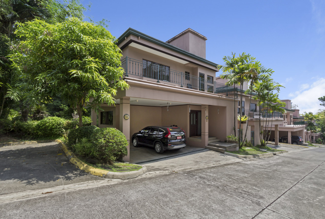 4 bedroom house for rent in north town homes cebu grand for Four bedroom townhomes