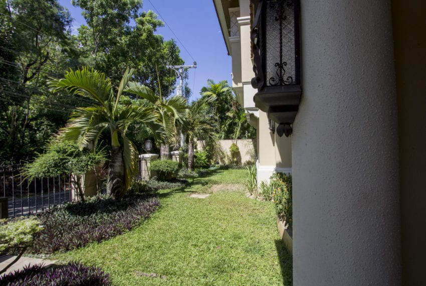 RHNT11 4 Bedroom House for Rent in North Town Homes Cebu Grand R