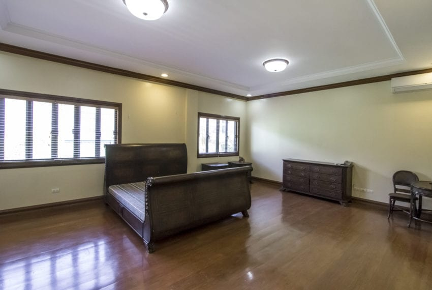 SRBNT6 4 Bedroom House for Sale in North Town Homes Cebu Grand R