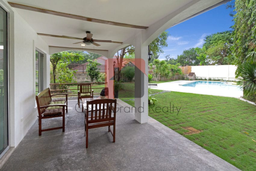 RHNT24 Spacious 5 Bedroom House with Swimming Pool in North Town