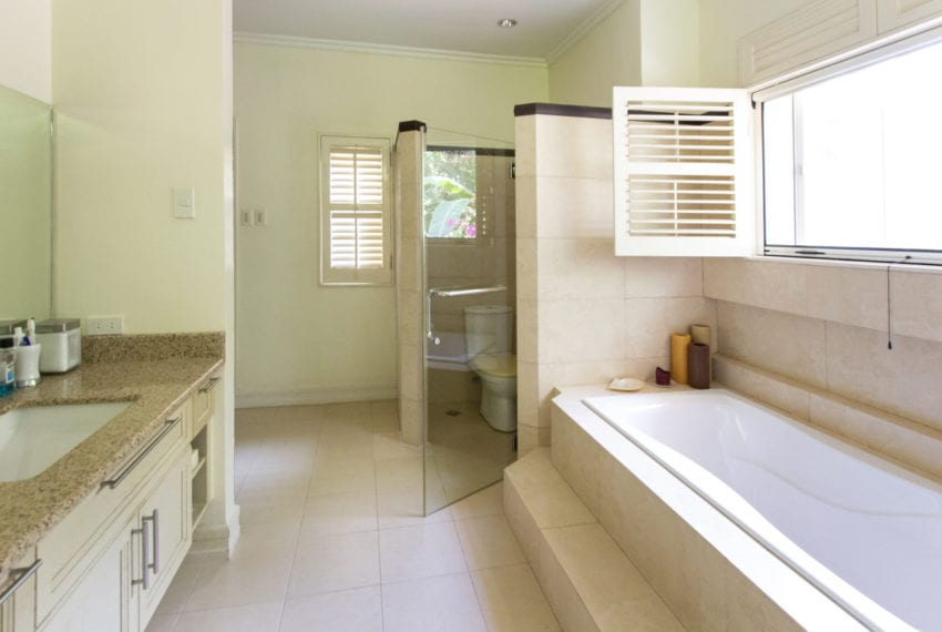 RHML21 Spacious 4 Bedroom House for Sale in Maria Luisa Park Ceb