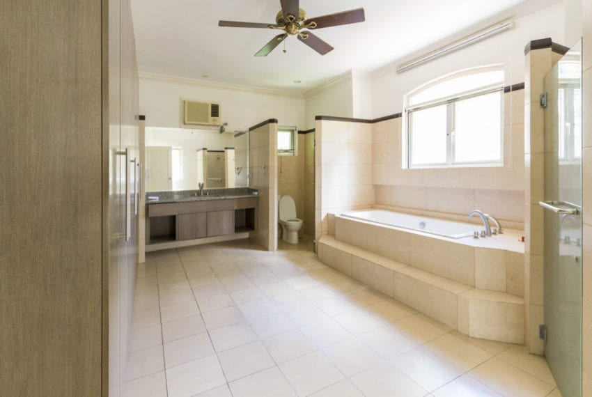 RH203 3 Bedroom House with Swimming Pool for Rent in Maria Luisa