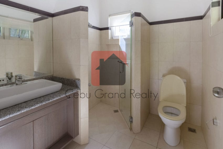 SRBML34 Spacious 3 Bedroom House for Sale in Maria Luisa Park Ce