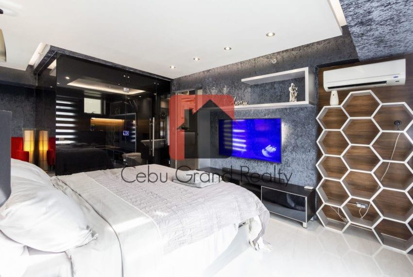 SRB147 One of a Kind Bachelor Pad for Sale in Cebu Business Park
