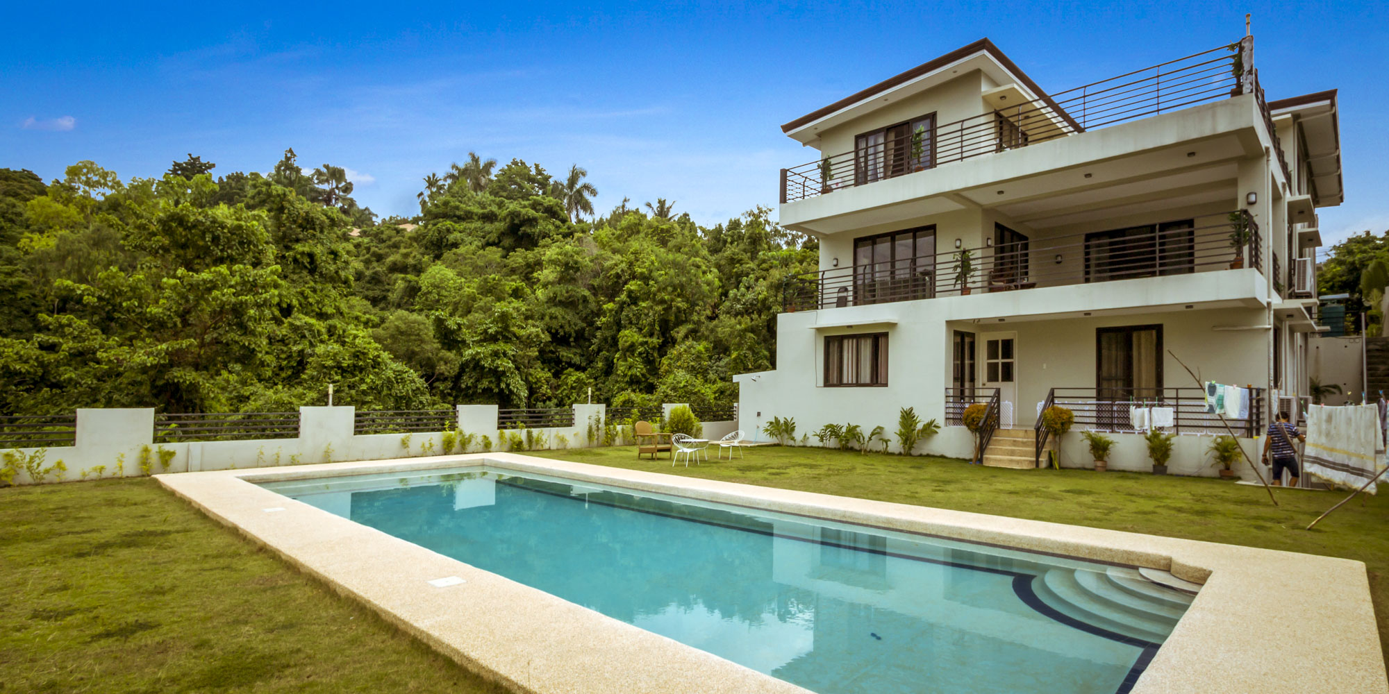 9 Bedroom House with Ocean View for Sale in Maria Luisa Park.