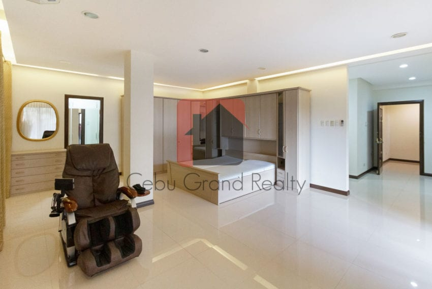 SRBBH1 Large 6 Bedroom House for Sale in Beverly Hills in Lahug