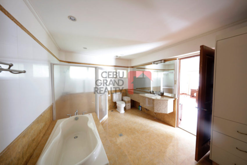 SRBML50 Large 6 Bedroom House for Sale in Maria Luisa Park - Ceb
