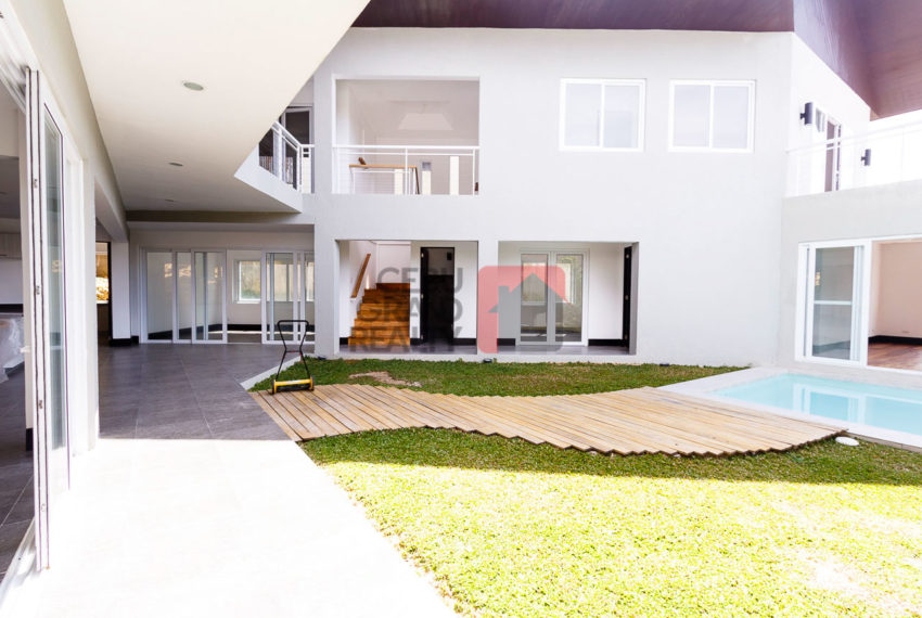 SRBML32 5 Bedroom House for Sale in Maria Luisa Park Cebu Grand