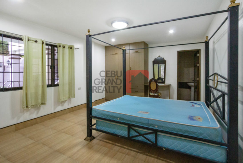 RHML70 5 Bedroom House with Swimming Pool for Sale in Maria Luis
