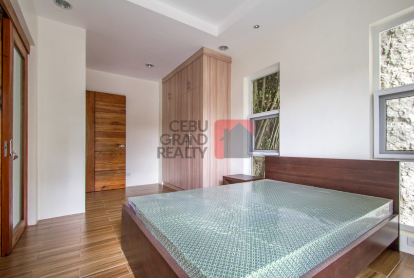 SRBML37 Furnished 5 Bedroom House for Sale in Maria Luisa Park -