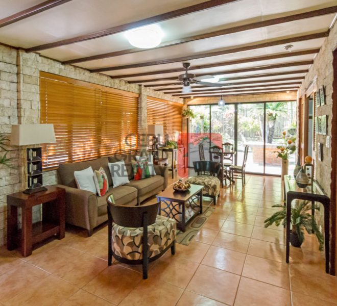 Large house for rent maria luisa
