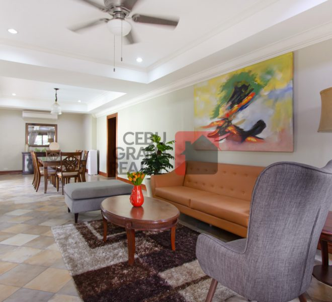 4 Bedroom House with Swimming Pool Banilad
