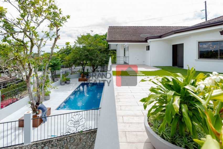 RHNT28 Renovated 8 Bedroom House for Rent in North Town Homes - Cebu Grand Realty (10)