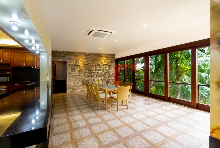 SRBML75 Overlooking 4 Bedroom House for Sale in Maria Luisa Park - Cebu Grand Realty (9)