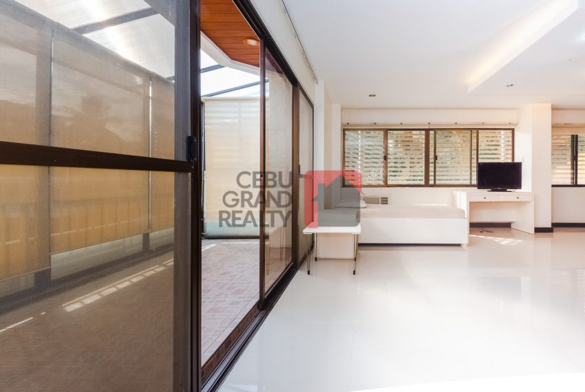 SRBREC1 - Large 2 Bedroom Condo for Sale in Regency Crest Condominium - Cebu Grand Realty (5)