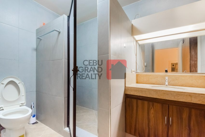 SRBREC1 - Large 2 Bedroom Condo for Sale in Regency Crest Condominium - Cebu Grand Realty (8)