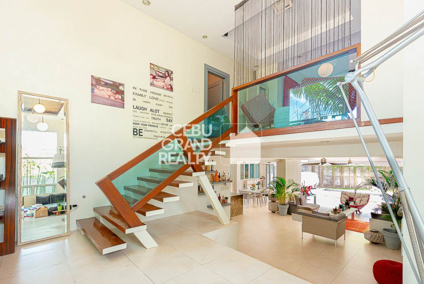 SRBSN1 Contemporary 4 Bedroom House with Swimming Pool for Sale